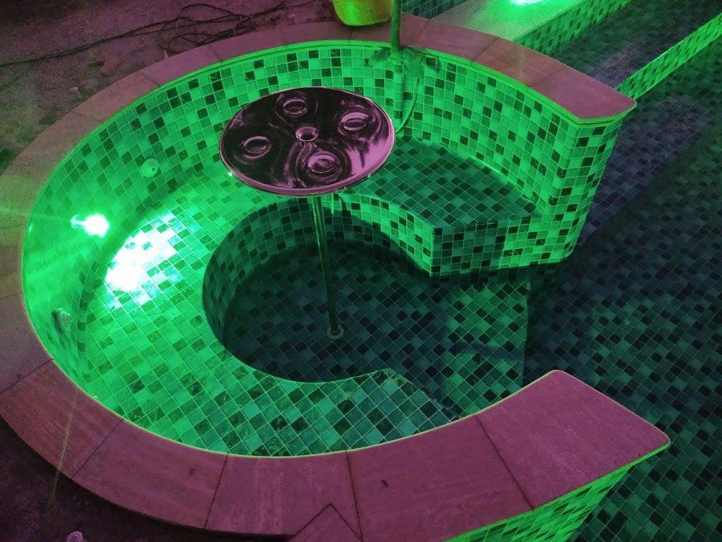 Piscina Sólazer Piscinas iluminada com LED